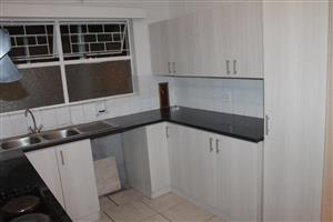 OOSTERSEE: 1 Bedroom Flat For Sale with shade secure parking bay / schools / transport