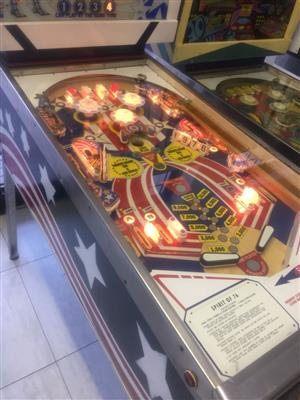 Pinball Machine Spirit of 76' by Gottlieb