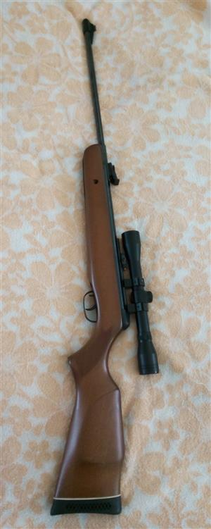 Gamo Air Rifle - powerful 386 mtrs per sec. As new - could be sold as new. + scope and bag