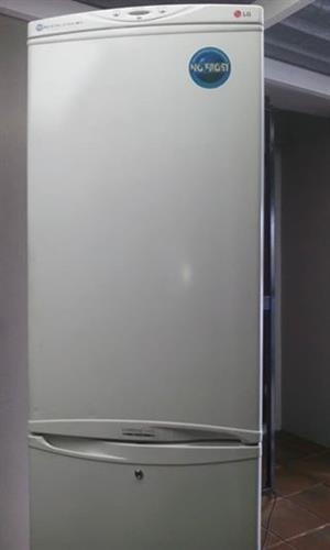 LG large no frost fridge& freezer in good condition for sale