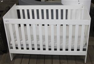 White wooden baby cot w/mattress S037280A #Rosettenvillepawnshop
