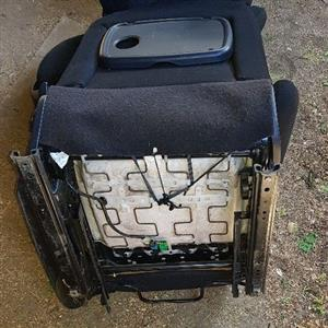 05 Peugeot 307 Front Driver & Passenger Seats including the Airbag _ R800 each.