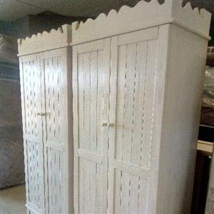 brothers Pine and mattress tableview