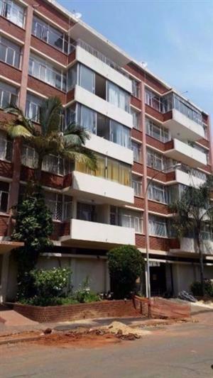 Three bedroom flat to rent in Kensington