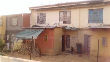 THREE BEDROOM GROUND FLOOR APARTMENT FOR SALE IN BRAAMFISCHER - DURBAN DEEP SOWETO - ONLY CASH BUYERS