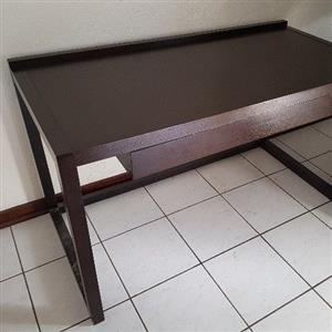 Writing desk with drawer. Wood veneer.