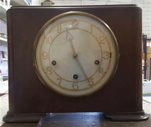 MAPPIN & WEBB MANTEL WALNUT CLOCK  MADE IN LONDON  PRESTINE CONDITION 100% WORKING ORDER