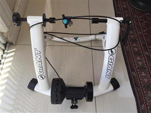 Giant Cyclotron Magnetic Indoor Bicycle Trainer – Ideal for intensive training and goal setting