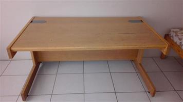 Antieke soliede hout poskantoor lessenaar te koop...