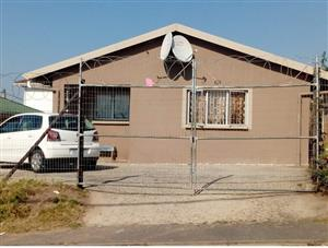 REDUCED Verulam free standing property