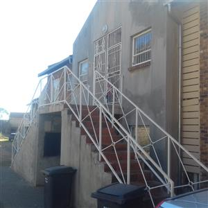 2 Bedroom apartment Beautiful and modern first floor unit in a safe complex