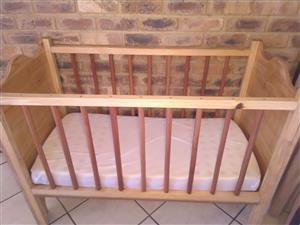 Wooden baby cot with gabled design and like-new mattress (worth R250)