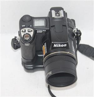 NIKON COOLPIX 5700 CAMERA AND CHARGER IN BAG S038825A #Rosettenvillepawnshop