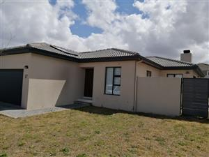 Large 3 Bedroom House For Sale in Brackenfell