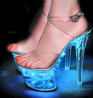 Heels with LEDs that light up and glow in the dark