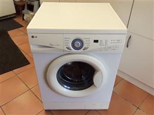 Lg 7kg front loader washing machine new door rubber fitted very good condision