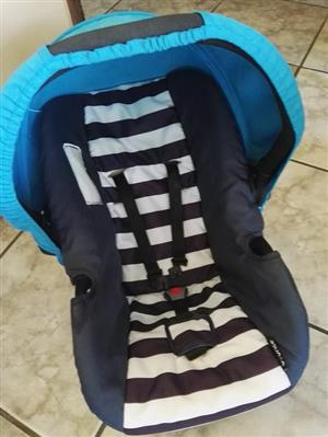 Baby bounce car seat