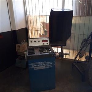 Tyre fitment center equipment