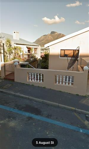 Available immediately for max 2 occupants - Very spacious 1 bedroom apartment in Bo-Kaap