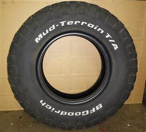 Land Rover Defender tyres x6 - BFG 235/85R16 M/T.