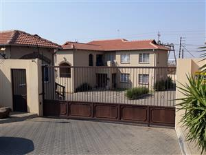 Beautiful 2 Bedroom apartment in well maintained complex