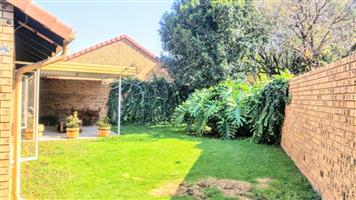 3 Bedroom 2 Bathroom 2 Garage Moreletapark Pretoria Large Private Garden