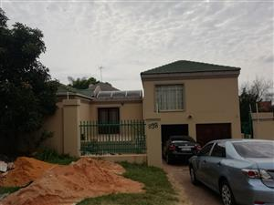 House to Rent in Moreleta with A Pent Bachelor