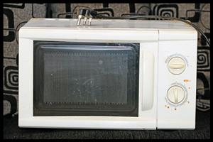Hisense Microwave Oven   ***FOR SPARES OR REPAIR***