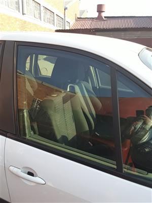 Renault Scenic RHS Front Door Main Window