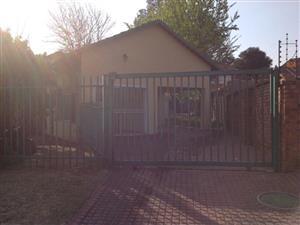 STUNNING FREESTANDING HOUSE TO RENT IN DALPARK PROPER / BRAKPAN R 9,100