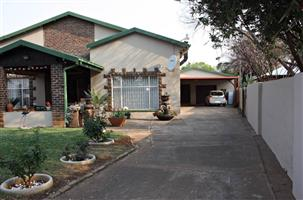 Comfortable Home With Flat in LYDENBURG