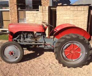 S3095 Red Massey Ferguson (MF) Vaaljapie Pre-Owned Tractor