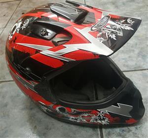Helmet Motorbike offroad   Cybertooth Size : Medium In prestine condition