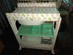 Baby Compactum , Bath Table