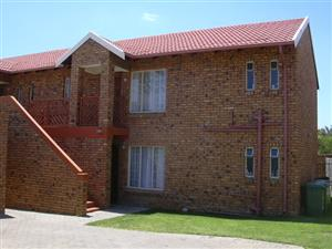 TO LET: GARSFONTEIN – North facing, 2 bed Townhouse. Dining area, kitchen, full bathroom with shower and bath, spacious sitting area and balcony with  lock-up garage. DSTV dish. Swimming Pool with Braai area. Close shops and on bus route.  R6680-00 Kobus 0824420233