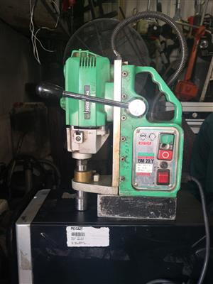 Hitachi magnetic base drill BM 20Y