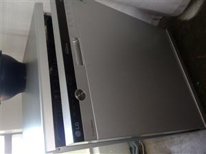 LG Stainless Steel Dishwasher with True Steam (14ps)