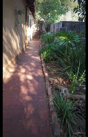 Garden flat in Roseville to rent