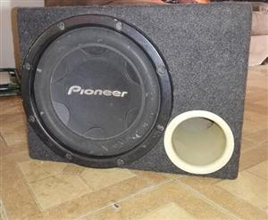 Pioneer 12inch svc with ported box in excellent condition