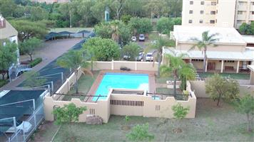 AVAILABLE IMMEDIATELY OR 1 FEBRUARY. Spacious 2 bedrooms, 2 bathrooms apartment to let in Menlyn