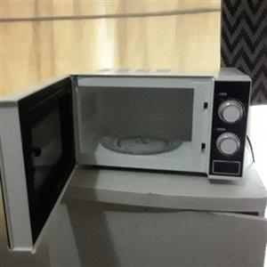 Microwave oven (DEFY)