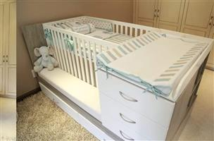 Cot compactum converts to single bed