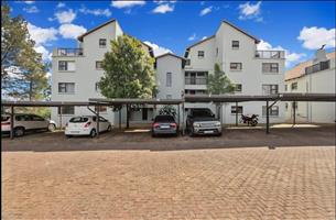 Paulshof - 2 bedrooms 2 bathrooms 1st floor apartment available R8500