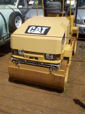 Caterpillar CB24 2.7 T ride on roller