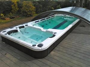 New With All Accessories Is This Hot Tub Spa Jacuzzi With Stool Available