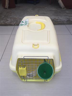 Compact/medium Plastic Pet Travel Box - In good condition