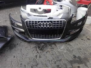 2006 / 2009 Audi Q7 front bumper with grill