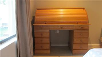 Desk ( rolltop )