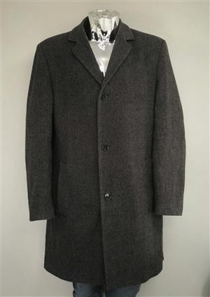 10-piece Men's Overcoats bale for only R1090. Buy a bale. Make your own cash.