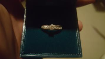 9ct White Gold Solitaire 11 Diamonds Engagement ring for sale, Brand new.